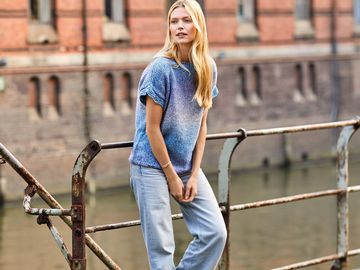 Denim Top mit Wellenborte Strickanleitung