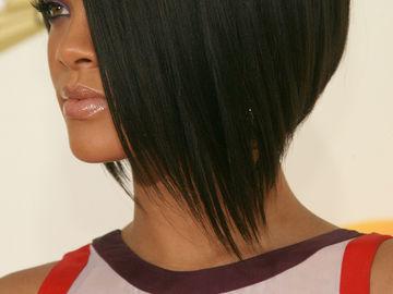 Strähnen kurze schwarzen haare rote mit Pfiffige Kurzhaarfrisur